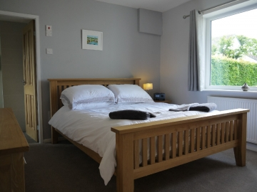 Kingsize bedroom with ensuite