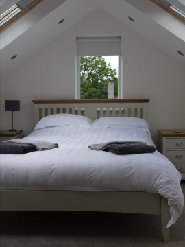Kingsize bedroom in loft conversion